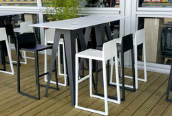 Hanna Bar Stools in black and white