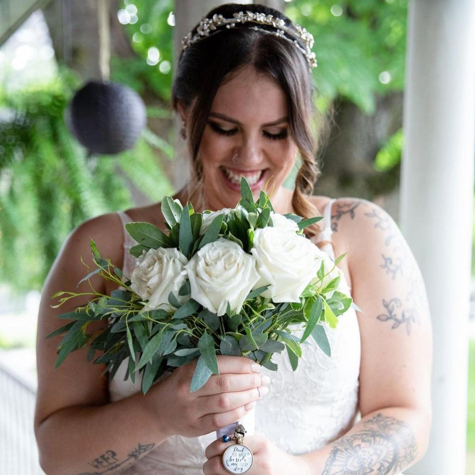 bride holding flowers makeup made eazy