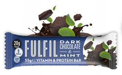 Fekete-csokoládés-mentás fehérjeszelet vitaminokkal csokoládé-bevonattal édesítőszerekkel