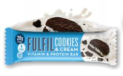 Kekszes-krémes-sütemény ízesítésű fehérjeszelet vitaminokkal csokoládé bevonattal