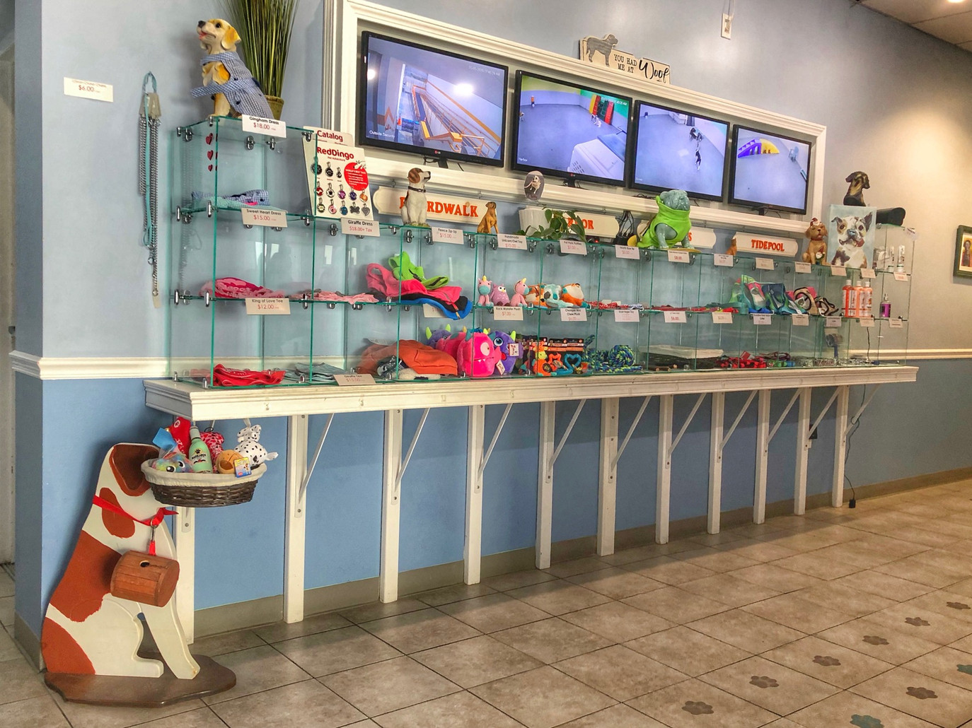 Lobby & retail area