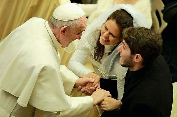 Pope_Francis_with_a_newly_married_couple