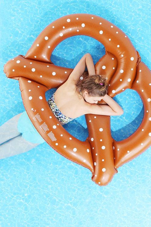 【夏天限定】椒鹽脆餅浮圈 Pretzel Pool Float