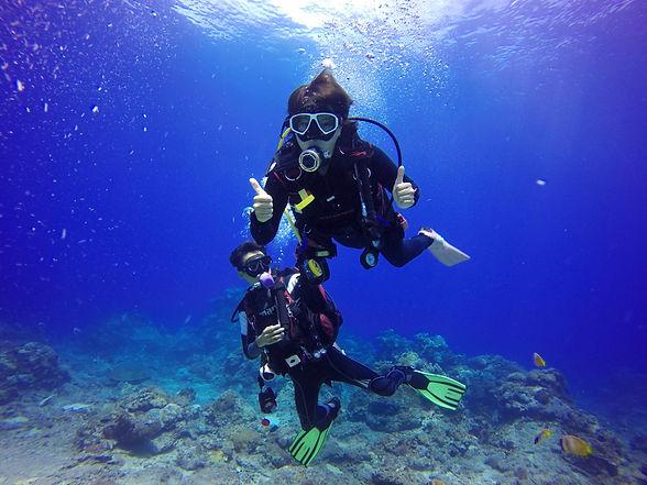 divers-underwater.jpg