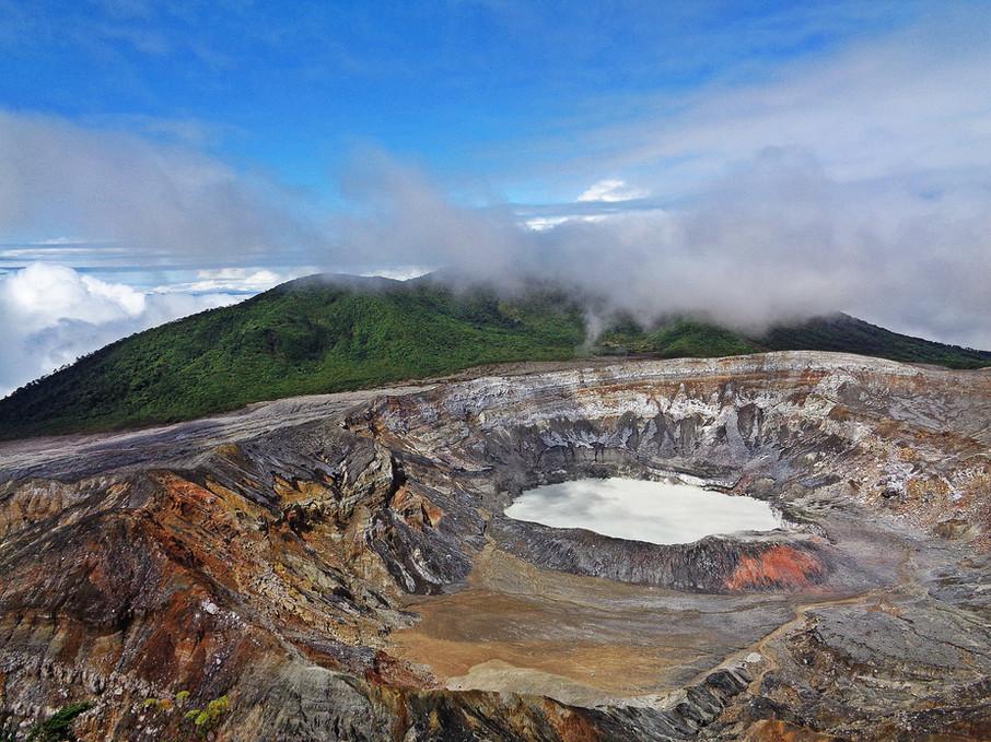 volcano-2169560_1920.jpg