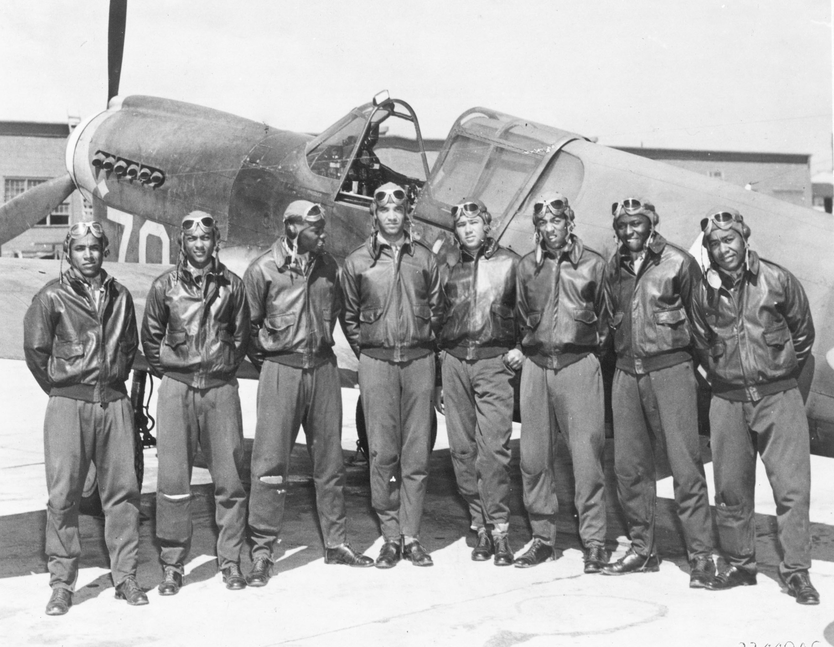 Tuskegee_Airmen_-_Circa_May_1942_to_Aug_1943.jpg