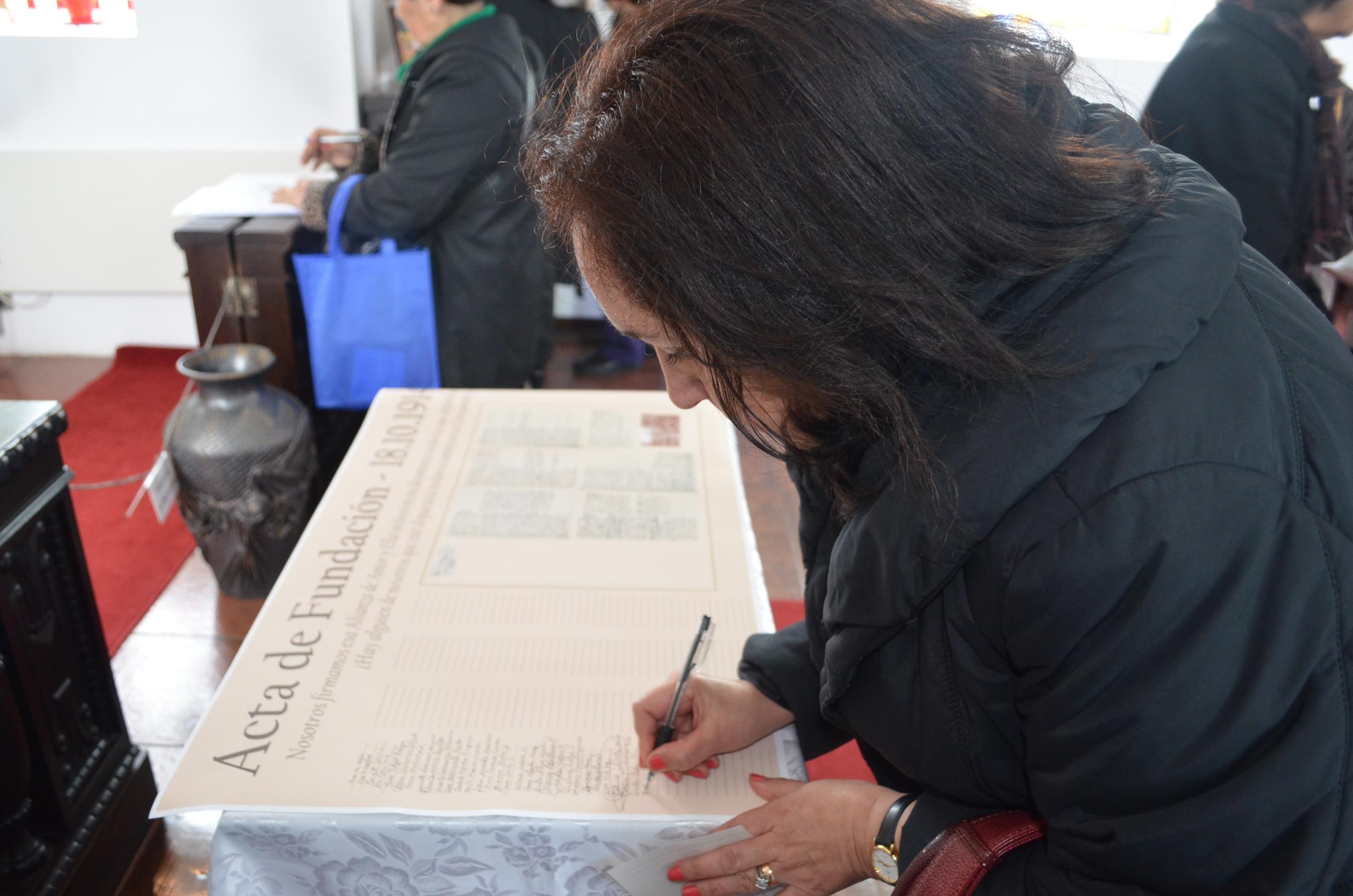 Firma del Acta de Fundación