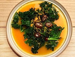 sopa de calabaza con kale.jpg