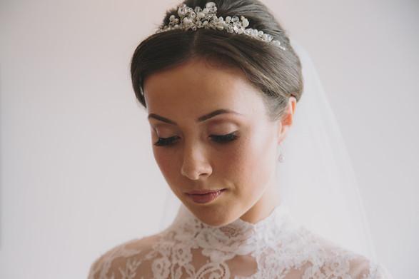 Timeless elegant bridal look