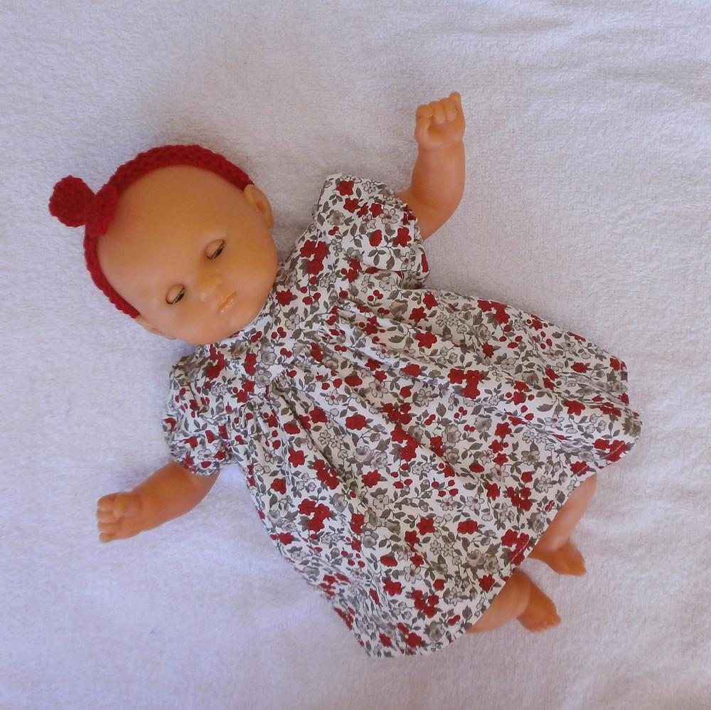 Robe à fleurs tons rouge et gris pour poupon corolle 30 cm