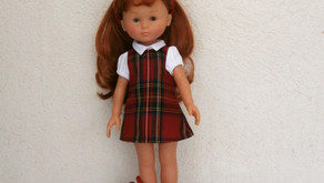 Tenue d'écolière écossais rouge pour Les Chéries