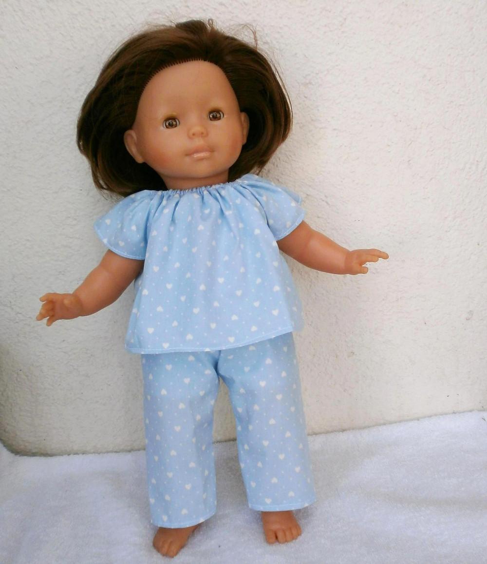 Pour Ma Poupée Corolle, un pyjama bleu à petits coeurs blancs