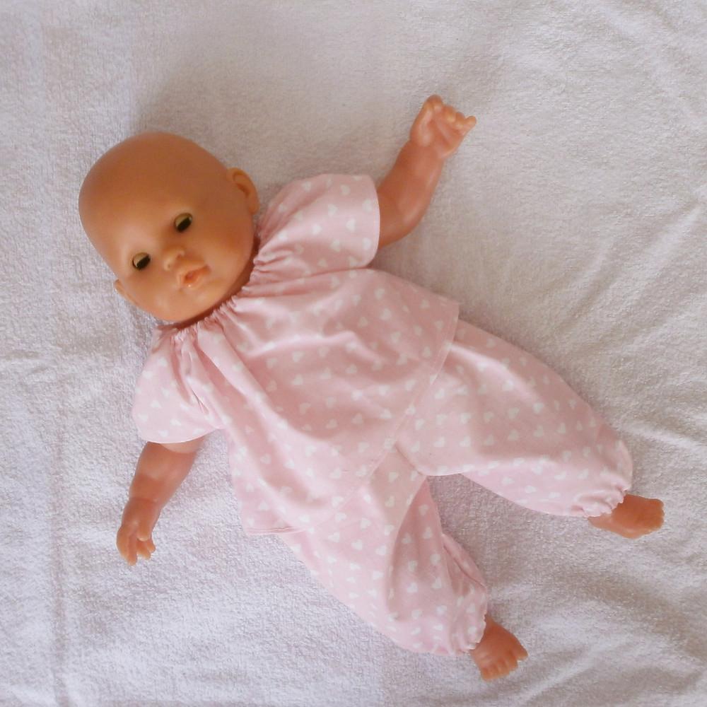 Pour poupon Corolle de 36 cm, pyjama rose petits coeurs