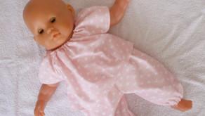 Rupture de stock - Pyjama rose pastel motifs coeurs pour poupon 36 cm corps souple