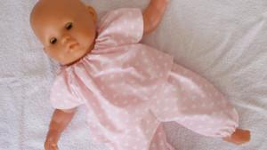 Pyjama rose pastel motifs coeurs pour poupon 36 cm corps souple