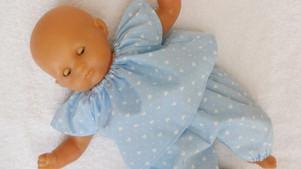 Pyjama bleu petits coeurs pour poupon Corolle de 30 cm