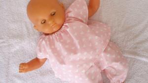 Pyjama rose petits coeurs pour poupon Corolle de 30 cm