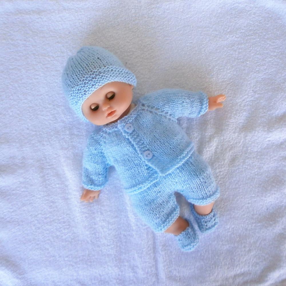 Pour poupon Petit Câlin, un ensemble bleu pastel style layette