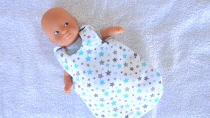 Gigoteuse étoiles grises et bleues pour mini poupon