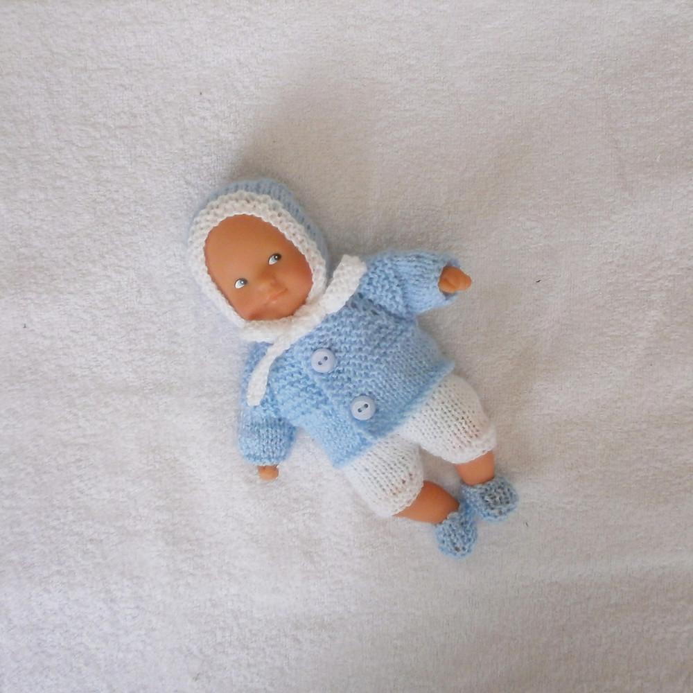 Layette bleu pastel et blanche pour mini poupon 20 cm