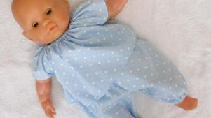Pyjama bleu motifs coeurs pour poupon 36 cm corps souple