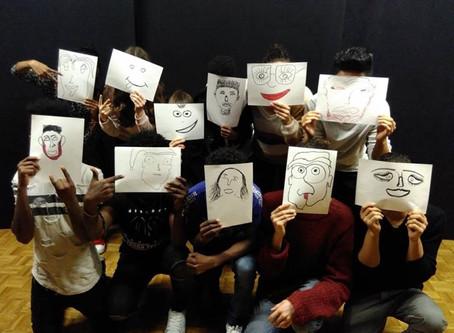 Spiel, Mimik und Zeichen ersetzen die Sprache