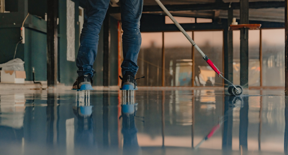 epoxy contractor at work in naperville.j
