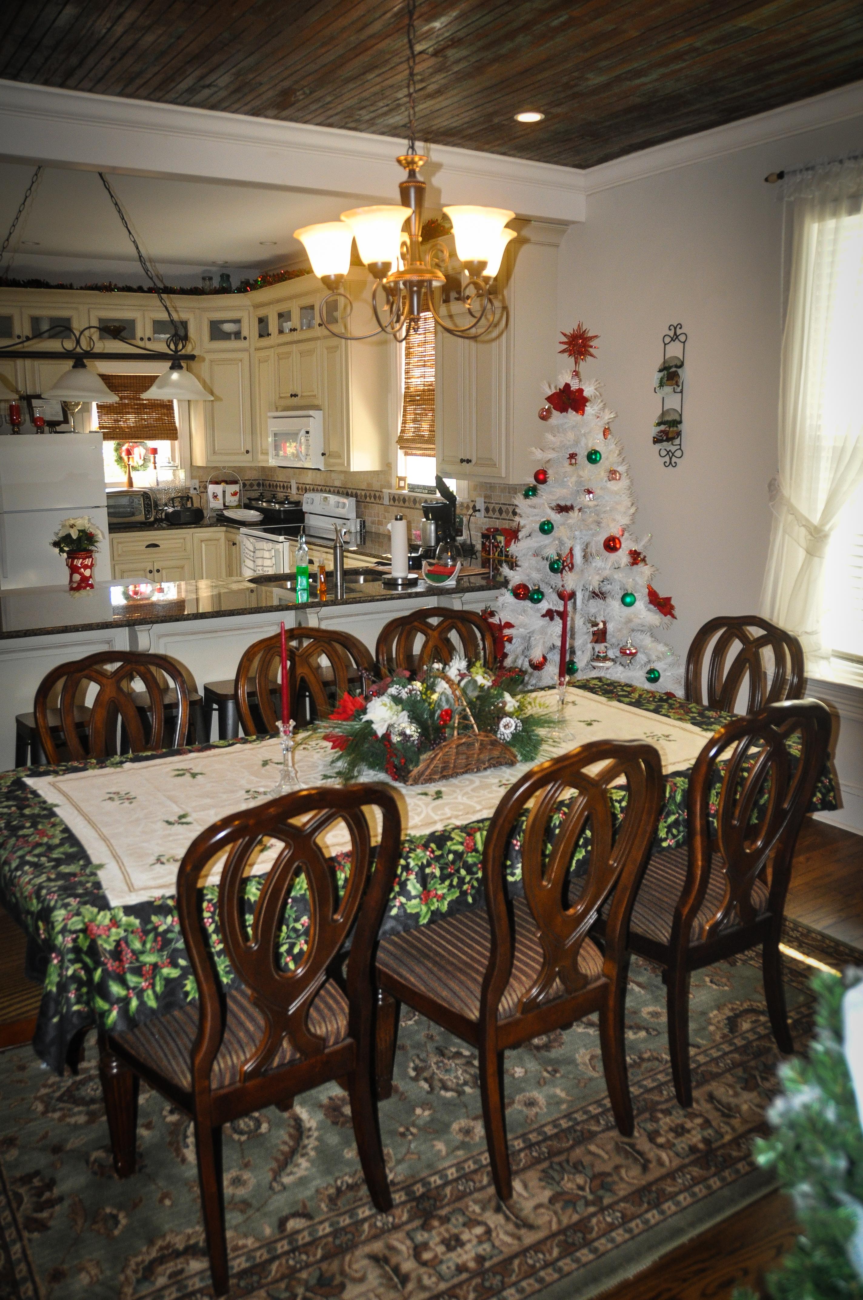 CatesCorner_DiningRoom1_Christmas