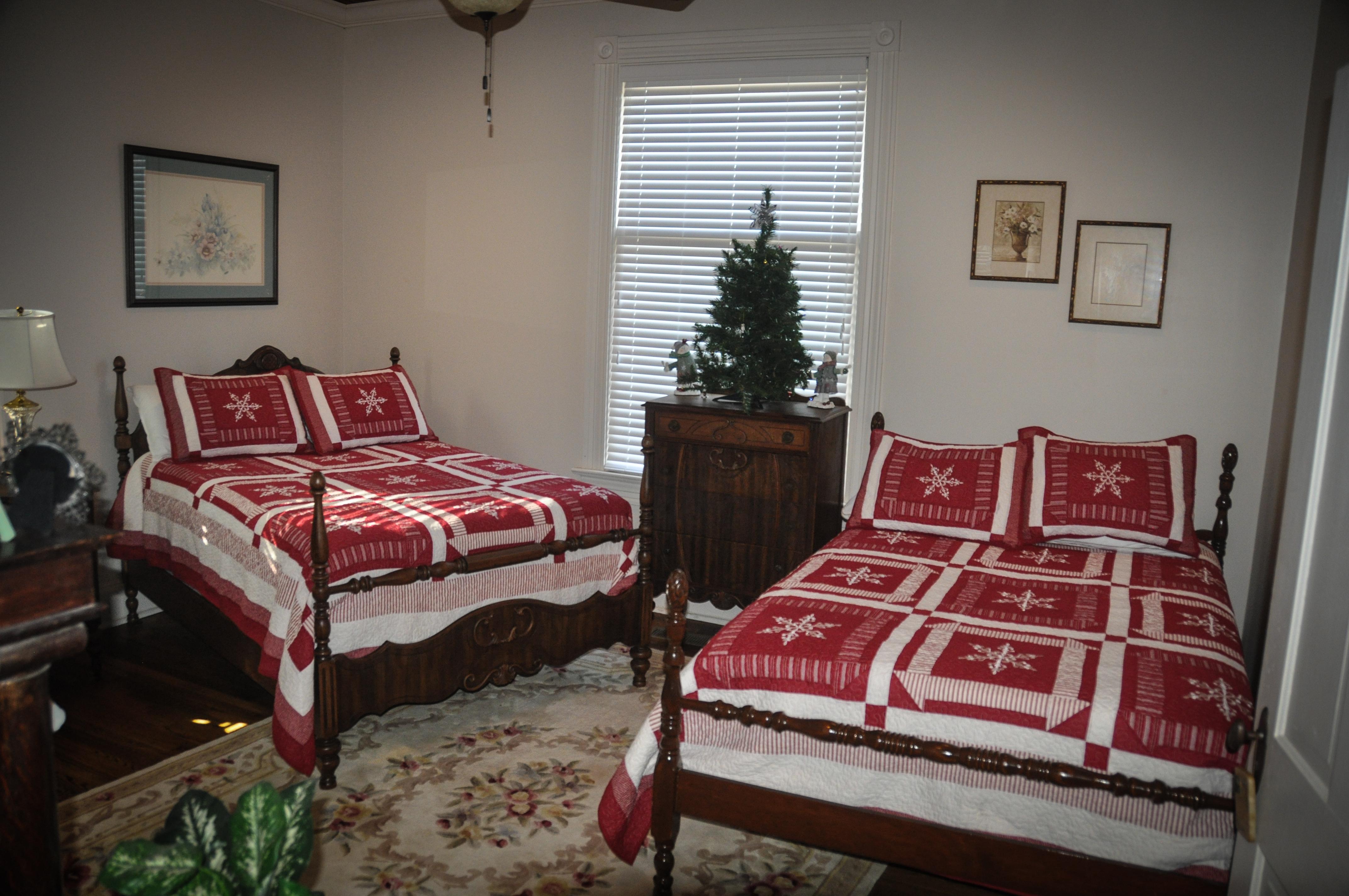 CatesCorner_Bedroom_Christmas