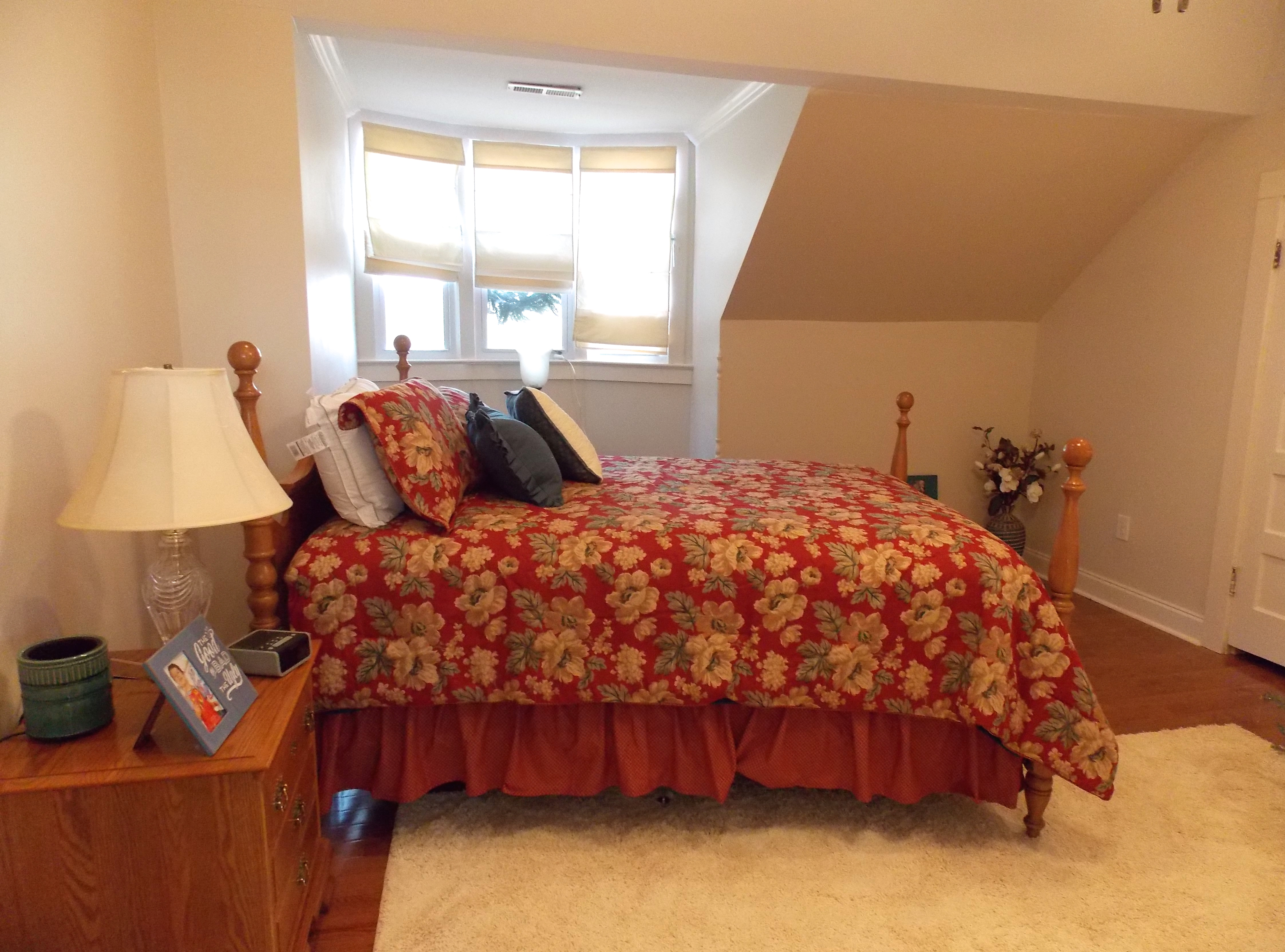 Queen size bed with linens