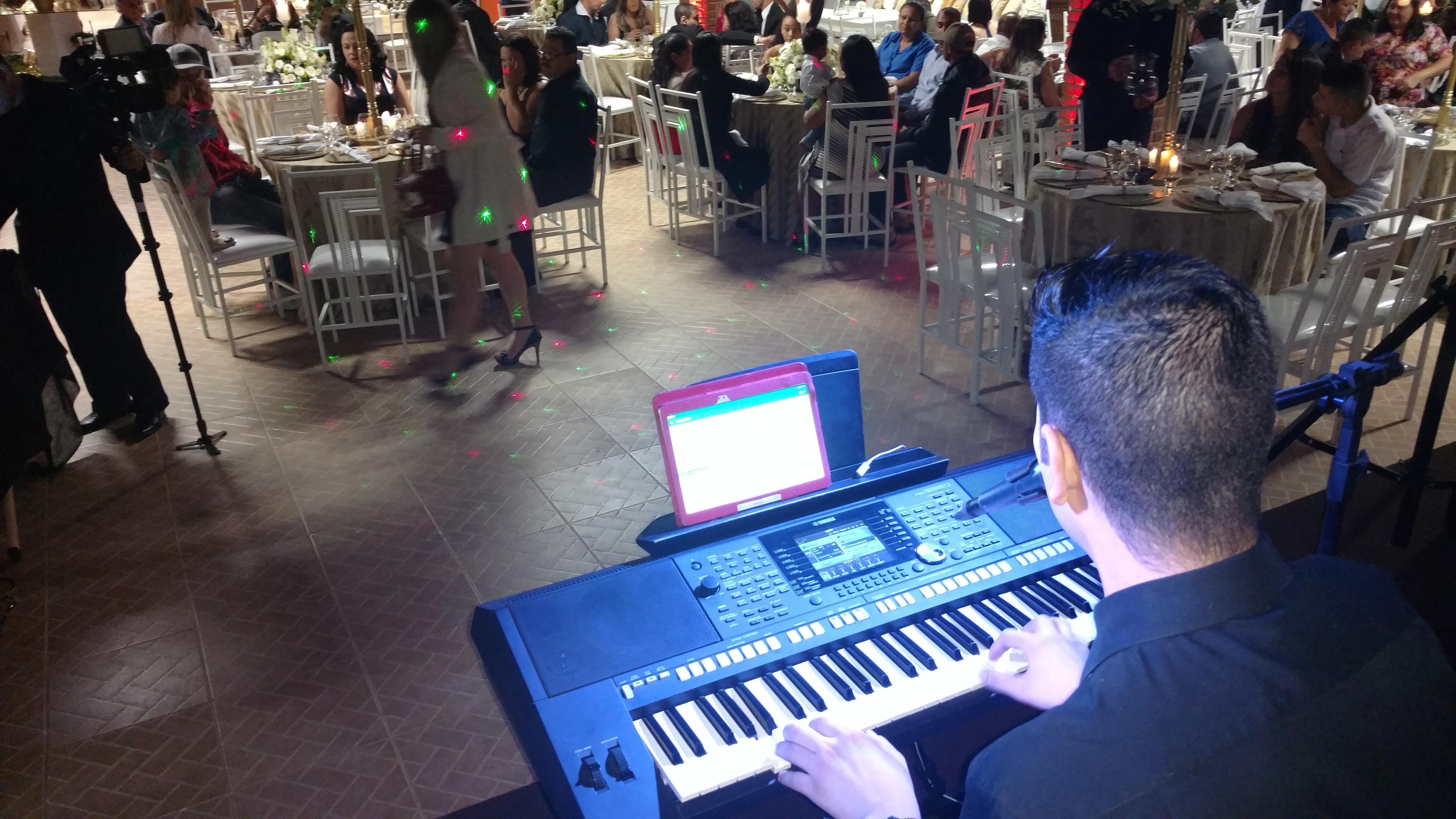 cantor sertanejo para festas