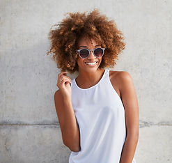 Smiling woman with sunglasses and an afro