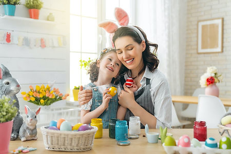 happy-family-are-preparing-for-easter-6E