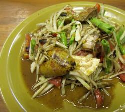 Som Tam Poo ( papaya salad)