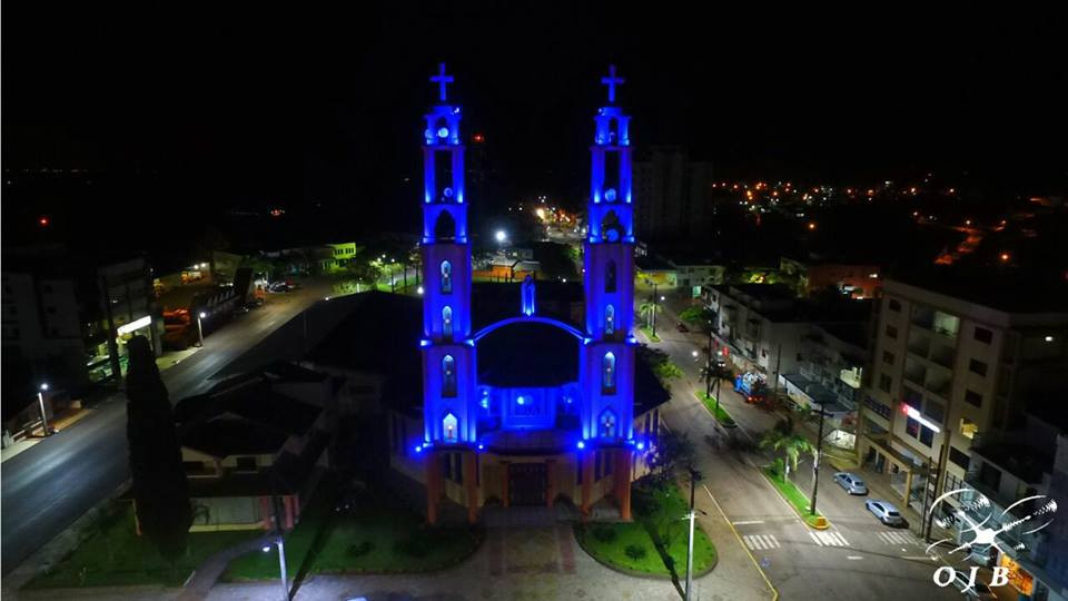 Neste ano, torres da Igreja Matriz recebem ilumincação especial