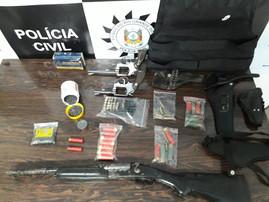 Polícia apreende armas, munições e colete balístico na Região