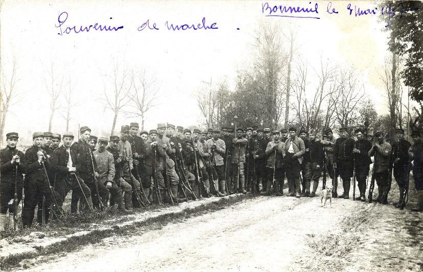 Soldats cantonnés à Bonneuil-sur-Marne en 1916 pendant la Première Guerre mondiale