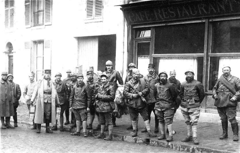 Soldats cantonnés à Bonneuil-sur-Marne en 1917 pendant la Première Guerre mondiale