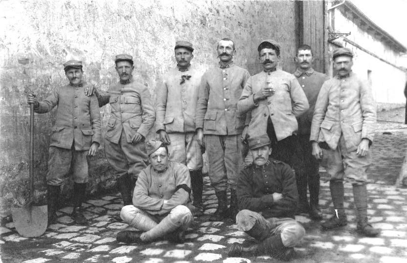 Soldats cantonnés à Bonneuil-sur-Marne en 1918 pendant la Première Guerre mondiale
