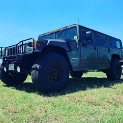 H1 Hummer with 17x9 KMC XD136 Panzer and