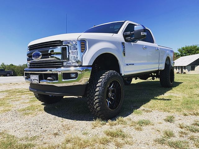 """2019 F250 with 6"""" 4-link BDS lift, Fox S"""