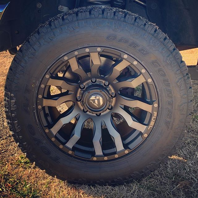 """F350 with 3"""" Rough Country lift, 20x10 F"""