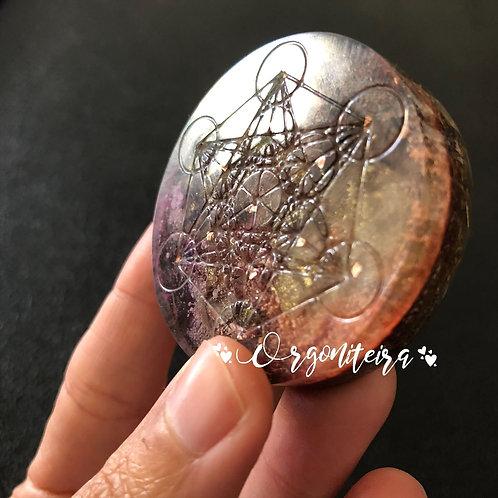 Medalhão ou amuleto orgonite Cubo de Metatron Ametista