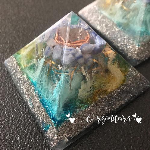 Orgonite Pirâmide Queops Quartzo azul com Cianita azul
