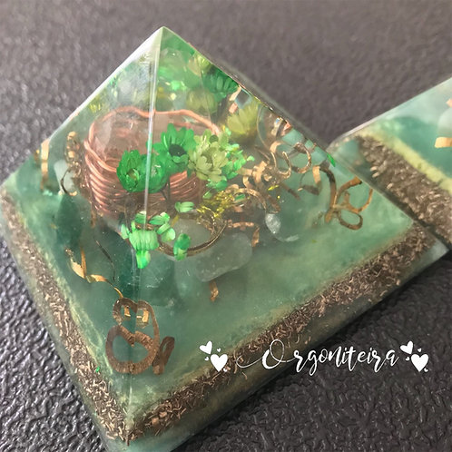 Orgonite Pirâmide Queops Quartzo verde