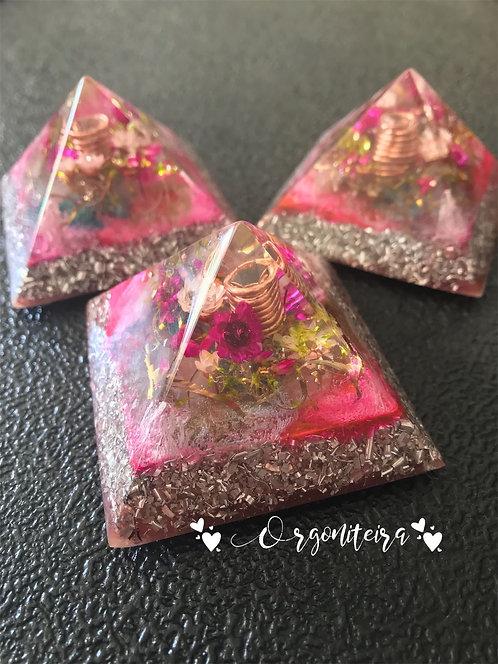 Orgonite Pirâmide Mini Queóps Quartzo rosa