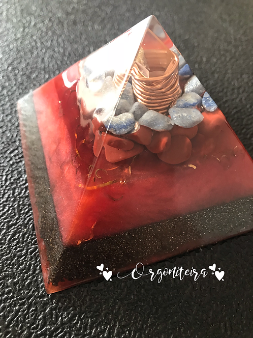 Orgonite Pirâmide Queops Sodalita e Jaspe Vermelho