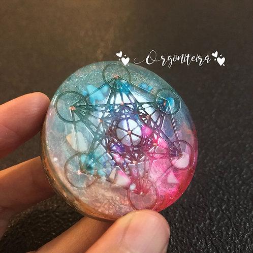 Medalhão ou amuleto orgonite Cubo de Metatron Howlita branca