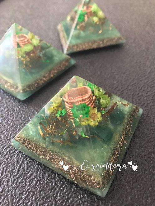 Orgonite Pirâmide Mini Queóps Quartzo verde