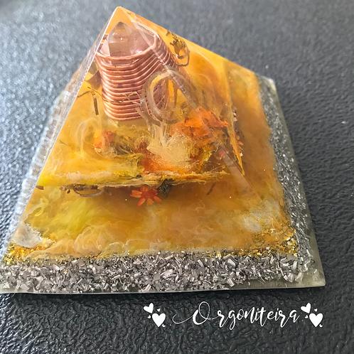 Orgonite Pirâmide Queóps Citrino e Pirita